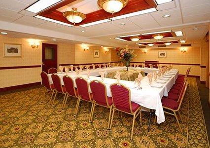 Clarion Hotel Suites Hamden Ct
