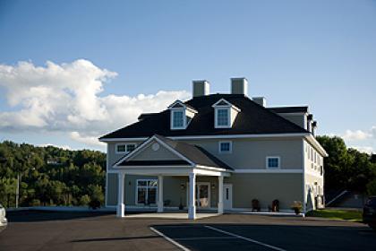 Newport City Inn & Suites - Newport, VT